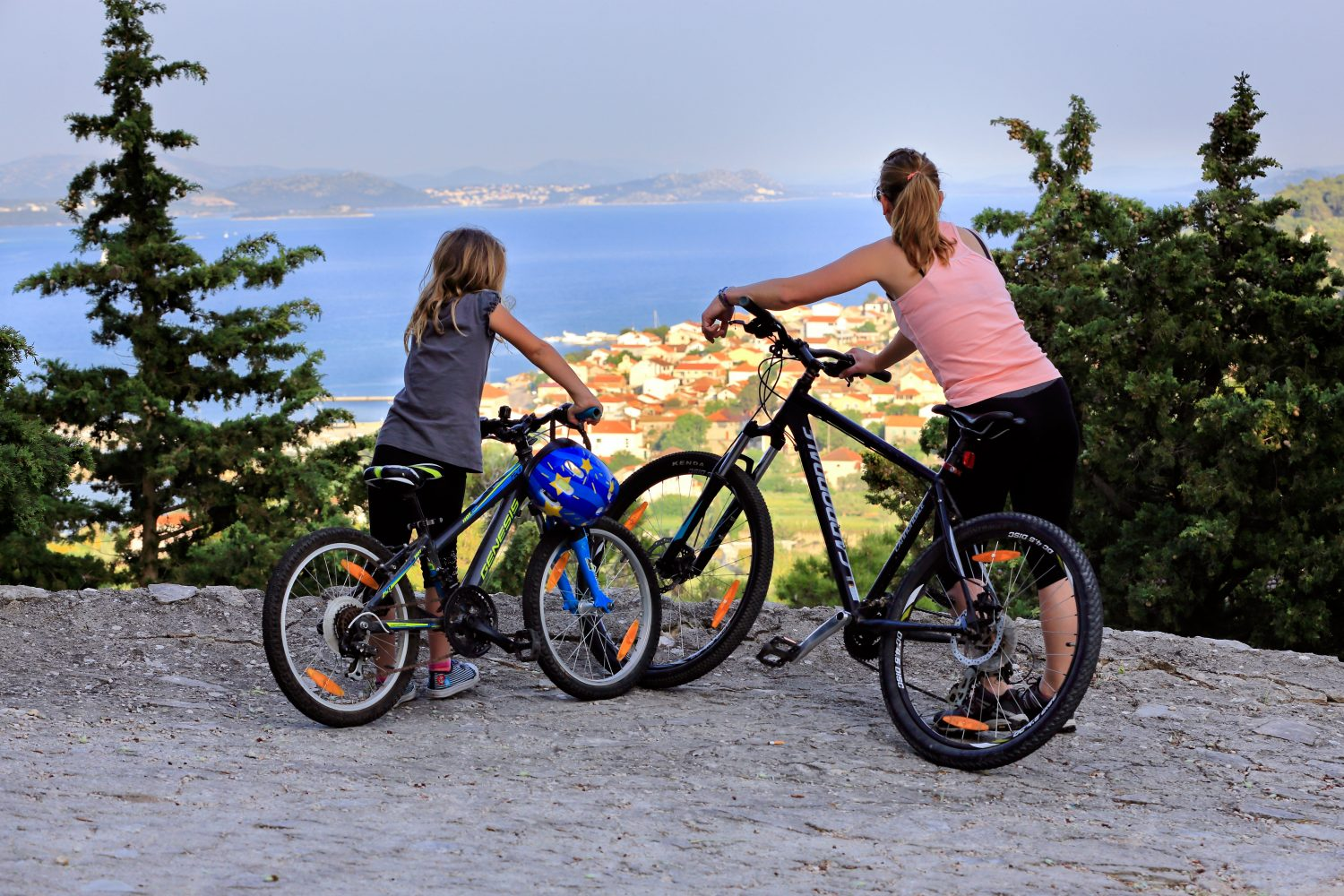 Archipelago Tours - Krka Experience Private Tour photo couple of tourists with bikes