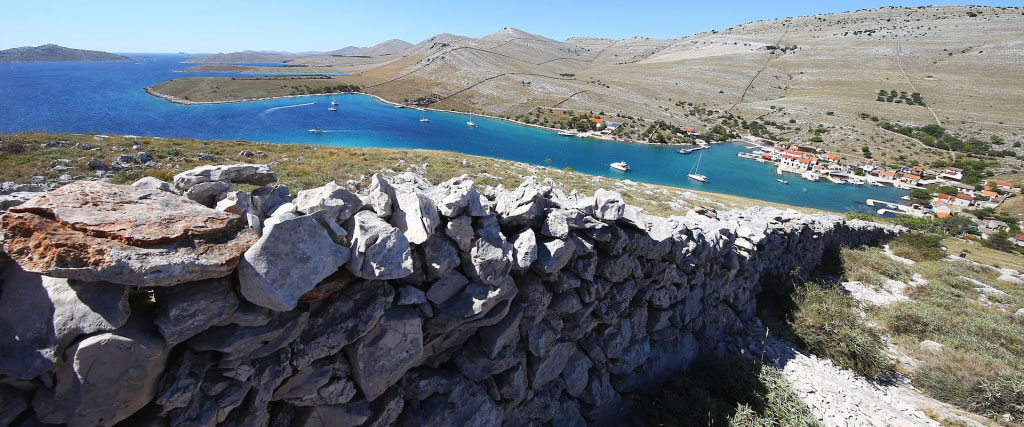 Archipelago Tours Blog and Tips: Another stone in the wall