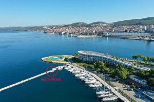 Archipelago Tours - photo showing a pick up point on the main peer in marine within D-resort