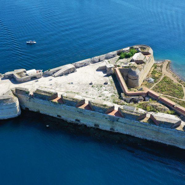 atours - tvrđava