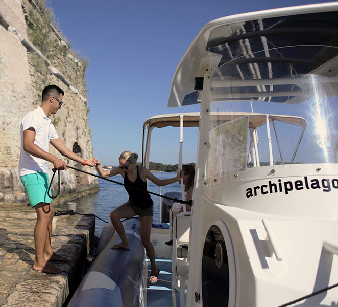Archipelago Tours Speedboat tours from Sibenik - About us photo of skipper helping client to disembark